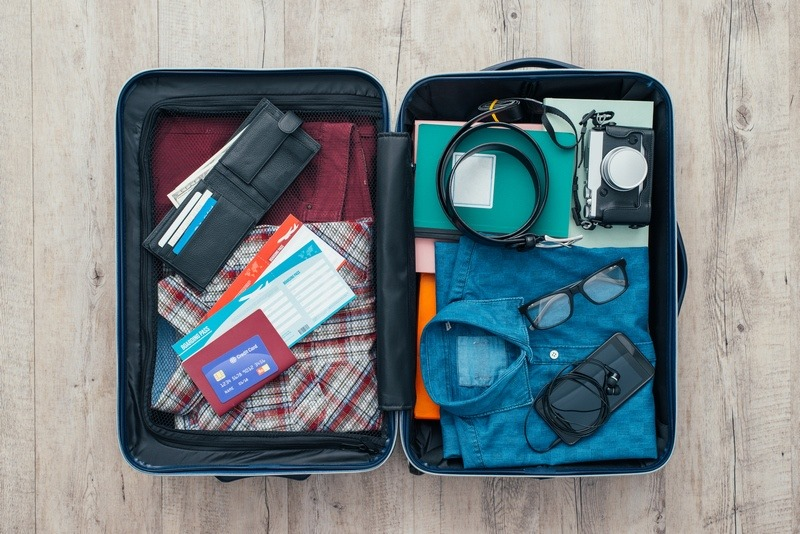 10 Essential Things to Carry In your Travel Bag